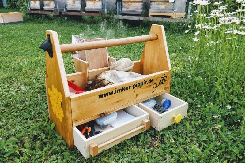 Artikelbild Eine Imkerkiste als Aufbewahrung für das Imkermaterial selber bauen